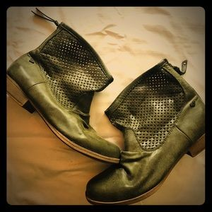 Roxy Olive Leather Boots 9.5